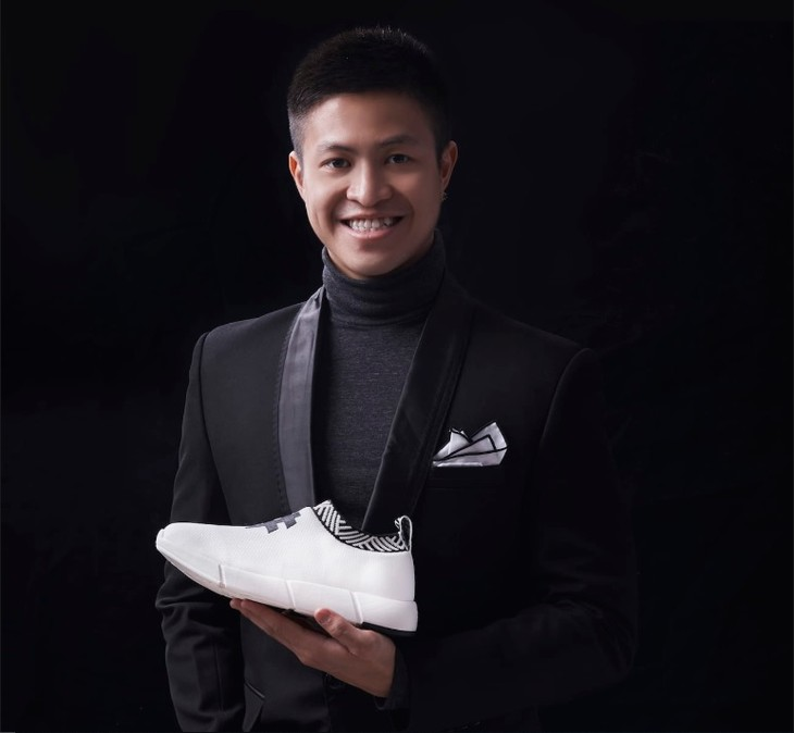 Vietnamese students conquer global market with shoes made from used coffee grounds    - ảnh 2
