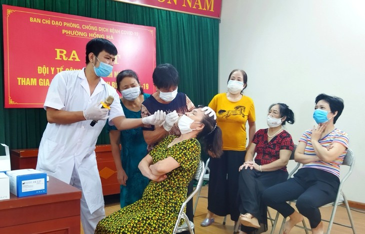 Retired doctors join frontline forces against COVID-19  - ảnh 1