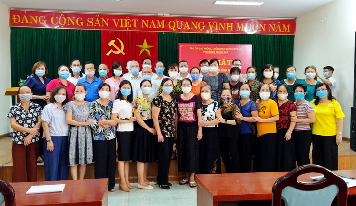 Retired doctors join frontline forces against COVID-19  - ảnh 2