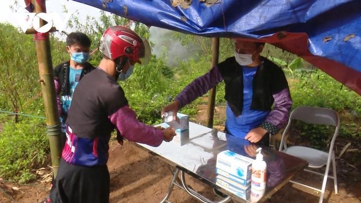 Community COVID-19 teams helpful in Son La's mountain hamlets - ảnh 2