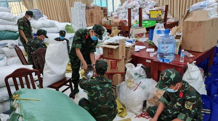 Soldiers give HCMC residents greater confidence in pandemic fight - ảnh 2