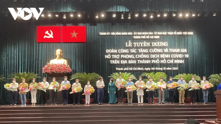 Ho Chi Minh City honors COVID-19 forces sent from other parts of Vietnam  - ảnh 1