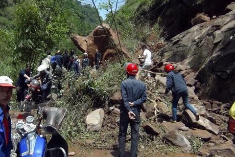 Chine : 200 morts et disparus d'un séisme de magnitude 6,6 - ảnh 1