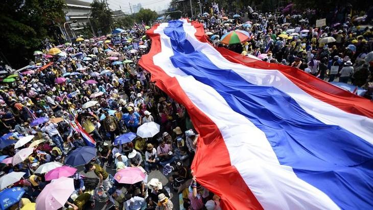 Thaïlande: la dissolution du Parlement n'apaise pas les manifestants - ảnh 1