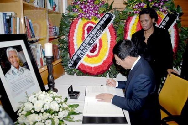 Pham Binh Minh rend hommage à l'ancien président sud-africain - ảnh 1