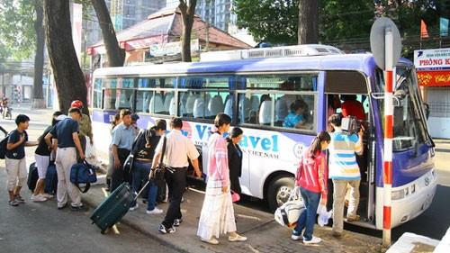 Des milliers de touristes étrangers viennent au Vietnam le jour de l'an - ảnh 1