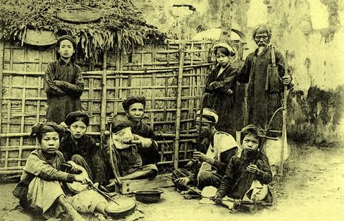 Le hat xam et les chanteurs de rue  - ảnh 3