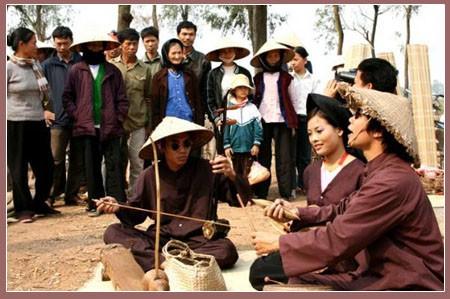 Le hat xam et les chanteurs de rue  - ảnh 2