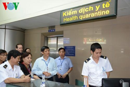 Ebola : Application d'une fiche sanitaire d'accueil aux points d'entrée - ảnh 1