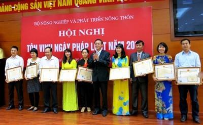 Le secteur agricole fait écho à la journée du droit vietnamien, le 9 novembre - ảnh 1