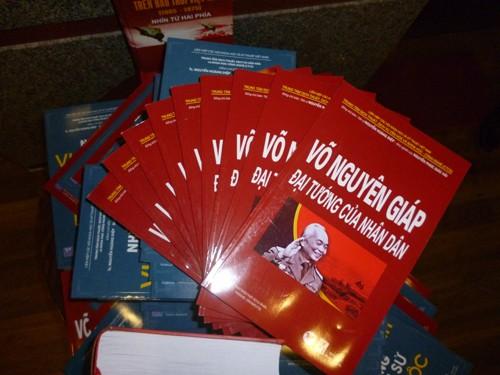 Sortie de trois livres en l'honneur des 70 ans de l'armée vietnamienne - ảnh 1