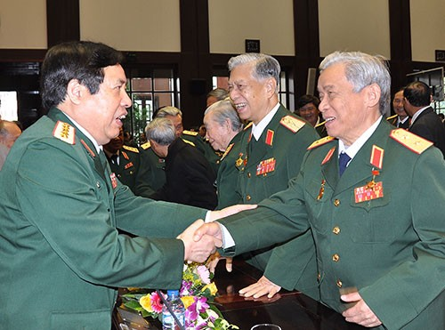 Rencontre à l'occasion du 70e anniversaire de l'Armée populaire vietnamienne - ảnh 1