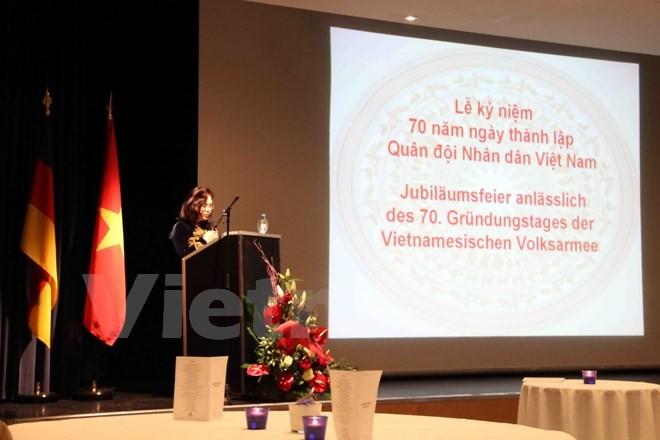 Commémoration du 70ème anniversaire de l'armée vietnamienne en Allemagne - ảnh 1