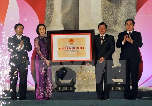 Le président Truong Tan Sang au 70ème anniversaire de l'armée à Cao Bang - ảnh 2
