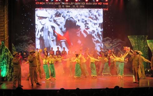 Programme artistique «Les marches du soldat» - ảnh 1