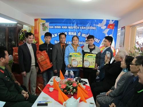 Des Vietkieu offrent des logements aux enfants des soldats de Truong Sa - ảnh 1