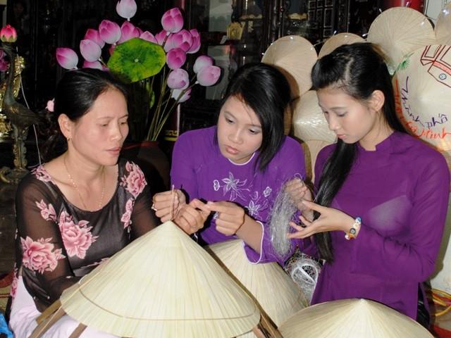Festival des métiers traditionnels de Hue 2015 - ảnh 1