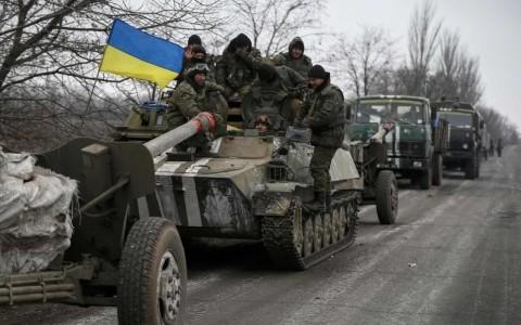 Ukraine: retrait des armes lourdes du front par les séparatistes - ảnh 1