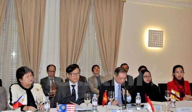 Table-ronde sur les défis sécuritaires du Vietnam en 2015 - ảnh 1