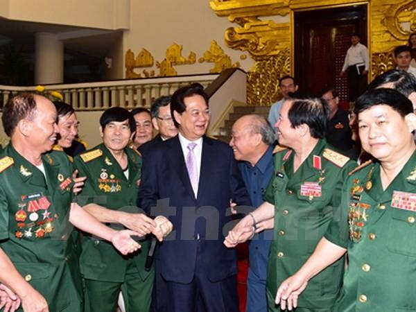 Le Premier ministre rencontre les anciens combattants de la citadelle de Quang Tri - ảnh 1