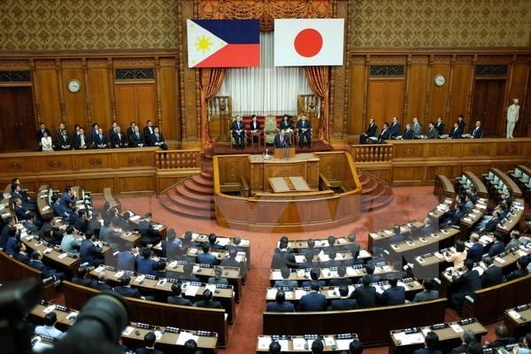 Le Japon et les Philippines vont discuter d'un accord militaire - ảnh 1