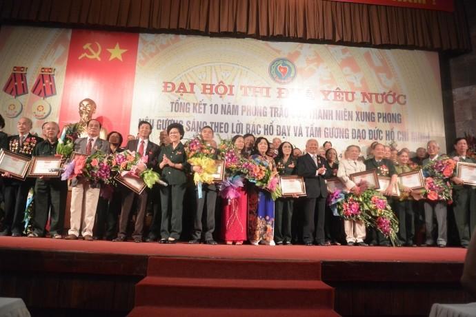 1350 anciens jeunes volontaires honorés - ảnh 1