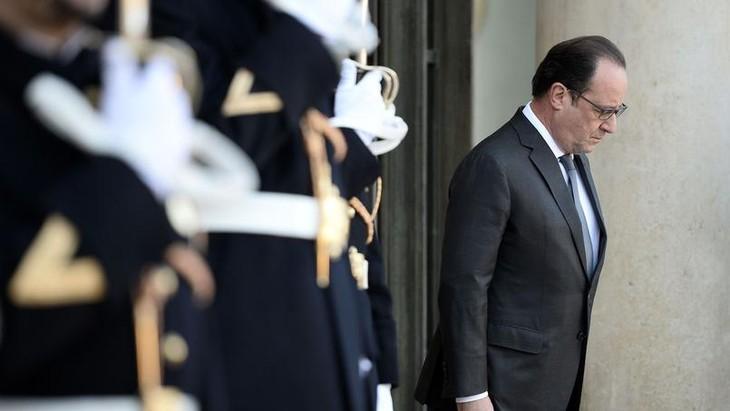 Hollande va réclamer la prolongation de l'état d'urgence pour trois mois - ảnh 1