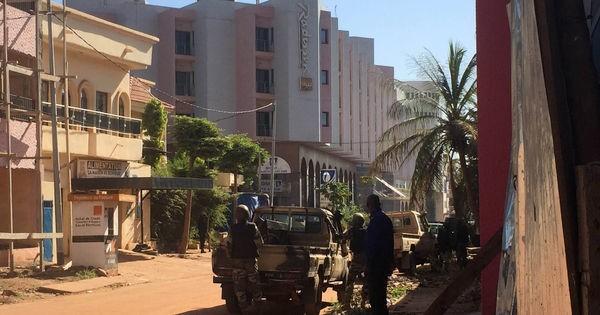 Bamako: 27 morts dans la prise d'otages revendiquée par un proche d'Al Qaïda - ảnh 1
