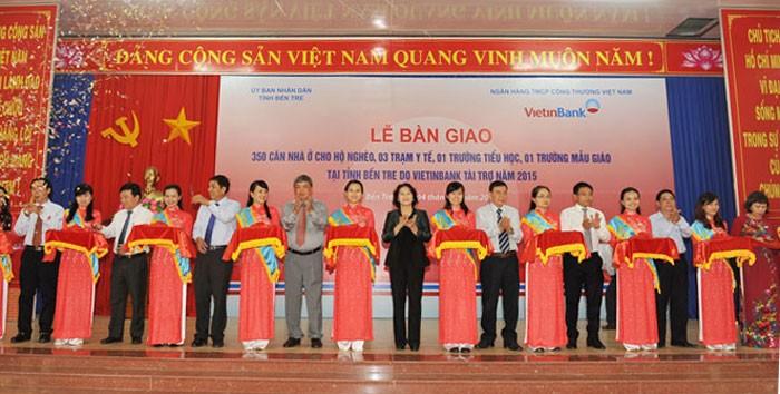 Ben Tre: Nguyen Thi Kim Ngan à la remise de 350 maisons du cœur aux familles pauvres - ảnh 1