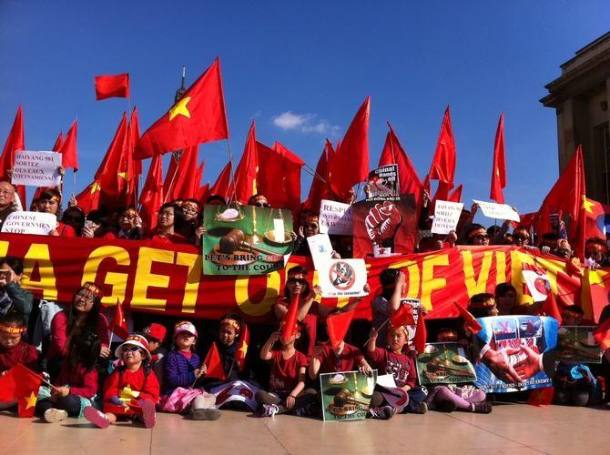 Busan: les Vietnamiens manifestent contre la Chine - ảnh 1