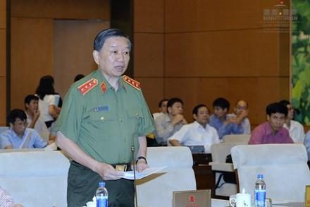 Le comité permanent de l'AN discute de la loi sur les gardiens de la paix - ảnh 1