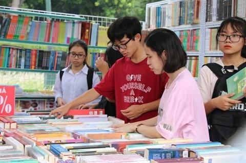 Quelque 200 stands à la 6e Fête du livre de Hanoï - ảnh 1