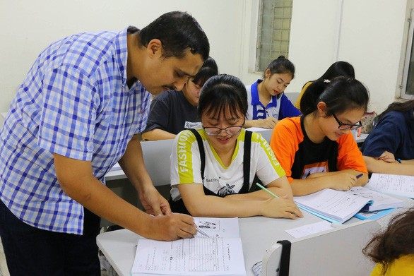 L'enseignement de l'arabe et de l'espagnol au Vietnam - ảnh 1