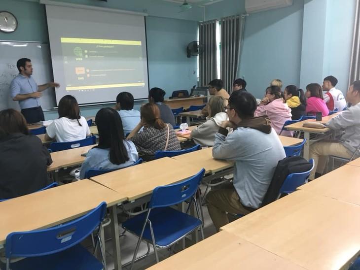 L'enseignement de l'arabe et de l'espagnol au Vietnam - ảnh 2