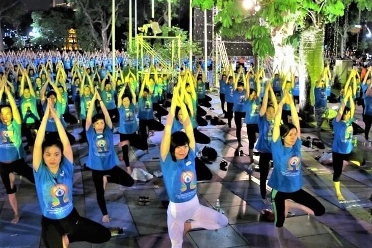Le yoga au Vietnam - ảnh 1