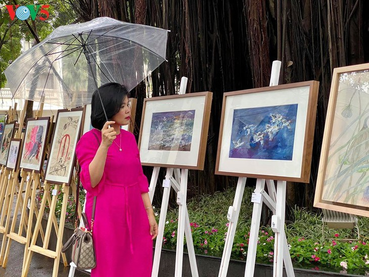 Exposition de peintures créées durant la distanciation sociale - ảnh 8