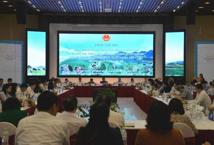 Développer les ressources humaines qualifiées des régions montagneuses et de celles peuplées de minorités ethniques - ảnh 1
