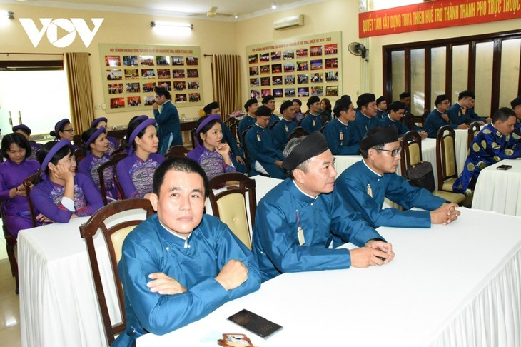 Un effort pour préserver le costume traditionnel de la nation - ảnh 2