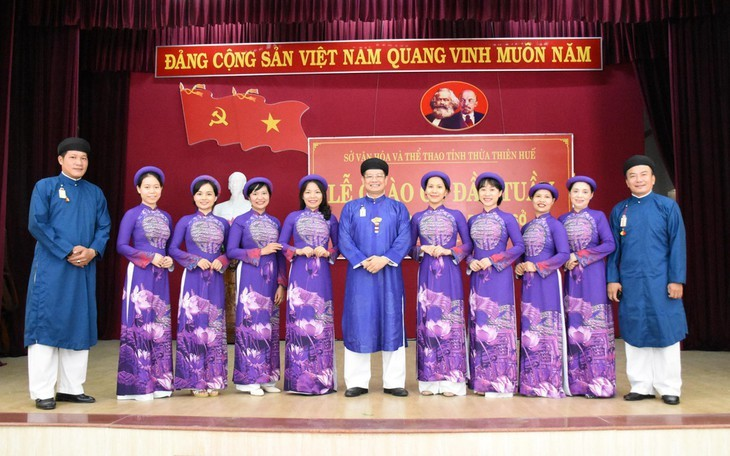 Un effort pour préserver le costume traditionnel de la nation - ảnh 3