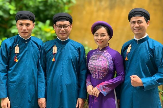 Un effort pour préserver le costume traditionnel de la nation - ảnh 4