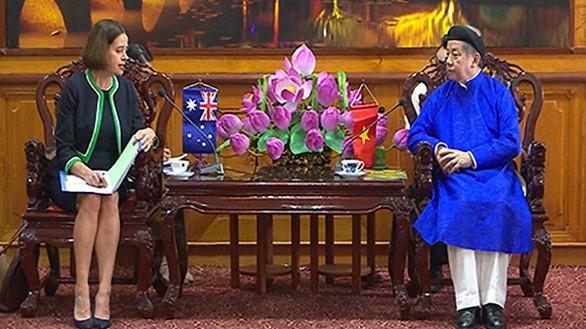 Un effort pour préserver le costume traditionnel de la nation - ảnh 7