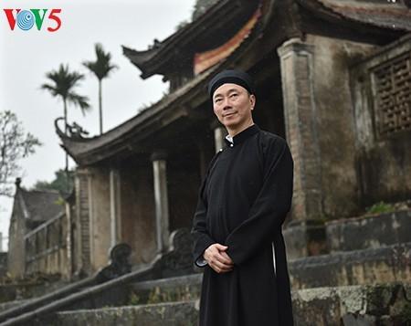 Un effort pour préserver le costume traditionnel de la nation - ảnh 9