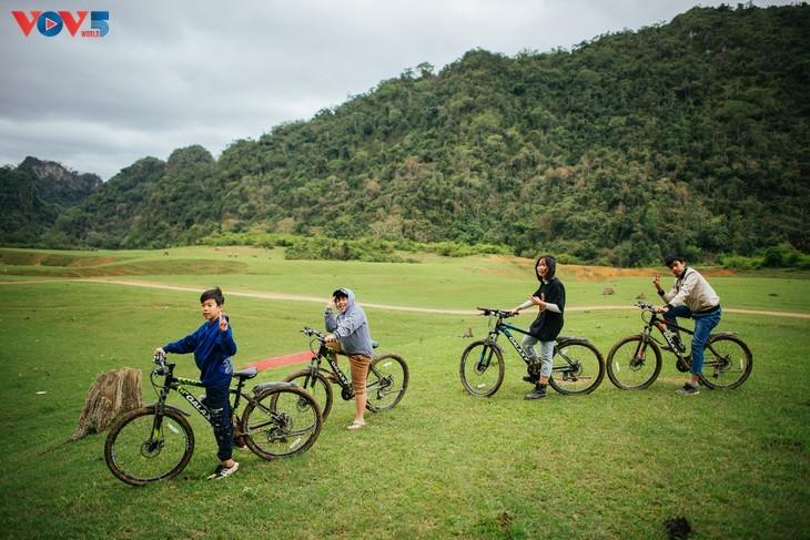Dông Lâm – une destination idéale pour faire du camping - ảnh 16