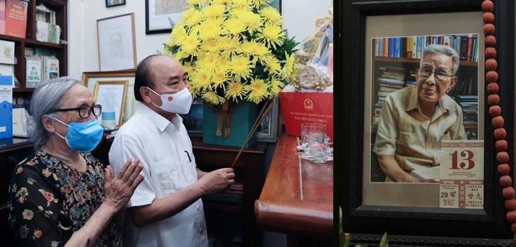 Nguyên Xuân Phuc rend hommage à des journalistes chevronnés - ảnh 2