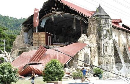 110 orang telah tewas akibat gempa bumi di Filipina - ảnh 1