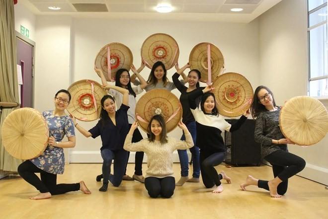 Menyosialisasikan kebudayaan Vietnam di Kerajaan Inggris. - ảnh 1