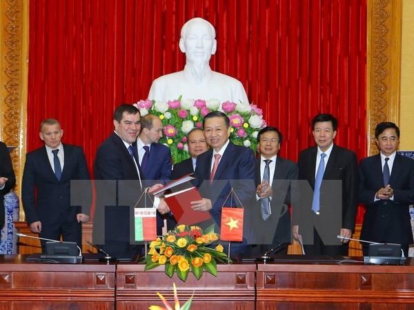 Menteri Keamanan Publik Vietnam menerima Ketua Komite Keamanan Nasional Republik Belarus - ảnh 1
