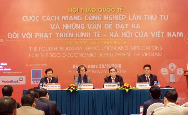 "Lokakarya: ""Revolusi Industri ke-4 dan masalah-masalah yang dihadapi perkembangan sosial-ekonomi Vietnam"