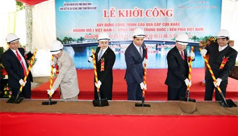 Memulai pembangunan jembatan yang melewati pasangan koridor perbatasan Hoanh Mo (Vietnam)- Dong Zhong (Tiongkok) - ảnh 1