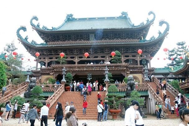 Berziarah ke pagoda pada awal tahun-ciri budaya yang indah dalam kehidupan spiritualitas orang Viet Nam - ảnh 1